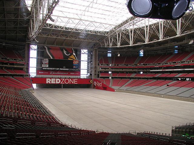 Das Stadion von Innen, während das Feld rausgefahren wurde
